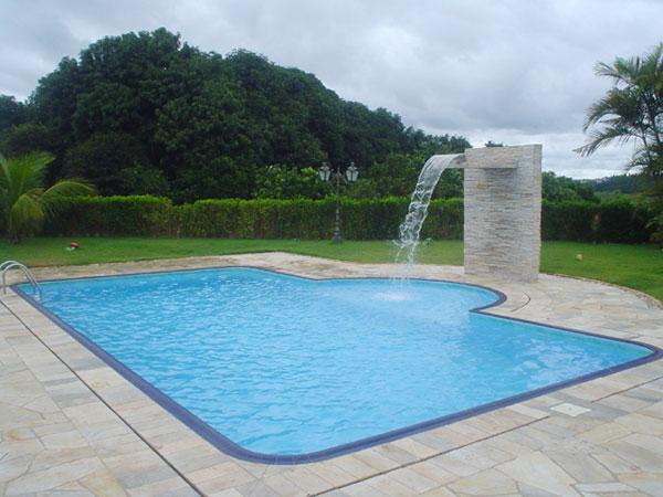 Gigante gua e sol for Fotos de modelos en piscinas